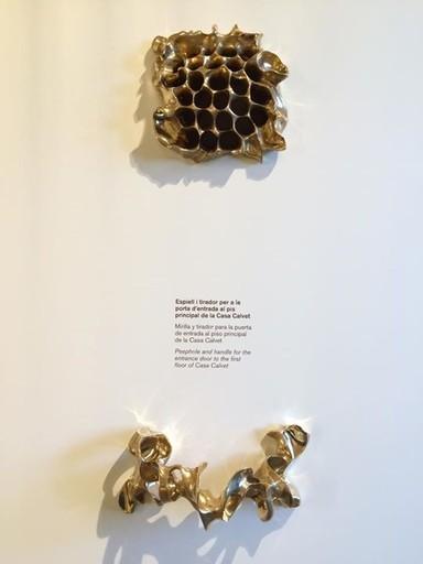 A Park Güellben álló, Gaudi lakta villa kiállítási anyagának néhány darabja - 540x720 pixel - 41498 byte